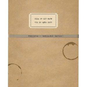 I Ella er mit navn – vil du købe det? lar Mette Hegnhøj papirboka ligne den gamle brevsamlingen fortellingen utgir seg for å være. Omslag: Jensen & Dalgaard