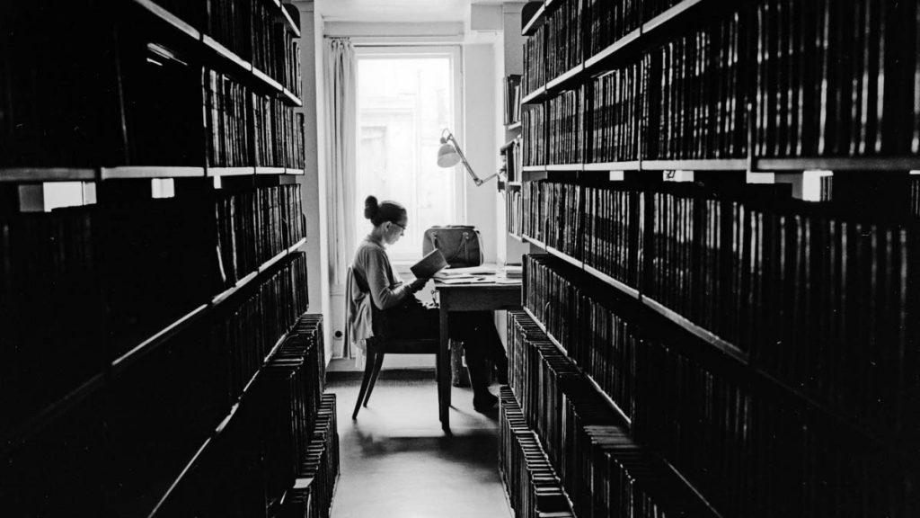 Kari Skjønsberg i Universitetsbiblioteket i 1961