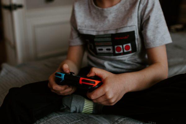 Gut som spiller Nintendo