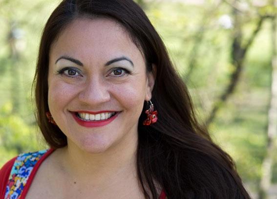 Veronica Salinas er ansatt som litteraturformidler i Norsk barnebokinstitutt